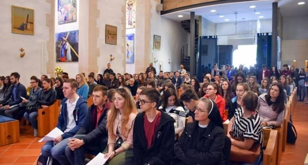 Srednjoškolci Požeške biskupije hodočastili Gospi Voćinskoj