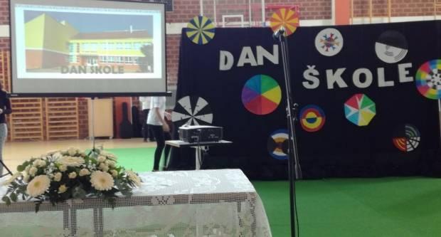 Povodom Dana škole u Kaptolu ʺpametna pločaʺ kao poklon