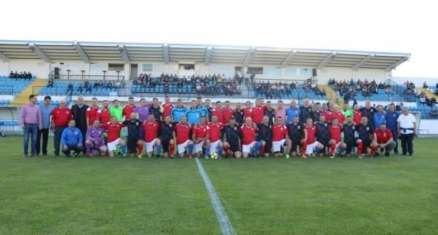 Nogometna utakmica Veterana NK Papuk i Veterana HNS-a u Velikoj povodom 90. godina NK Papuk