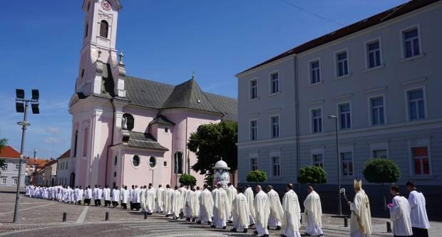 Biskupijski susret ministranata u Požegi