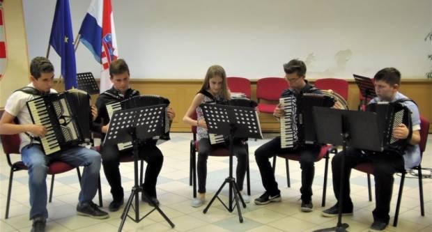 OGŠ PAKRAC: U glazbene klupe 12 novih učenika, mjesta još ima