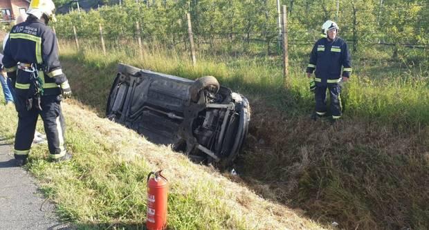 Jutros u Štitnjaku slijetanje vozila u putni kanal, vozačicu odvezla Hitna