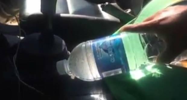 Jeste li znali da boca vode u automobilu može izazvati požar? Pogledajte kako