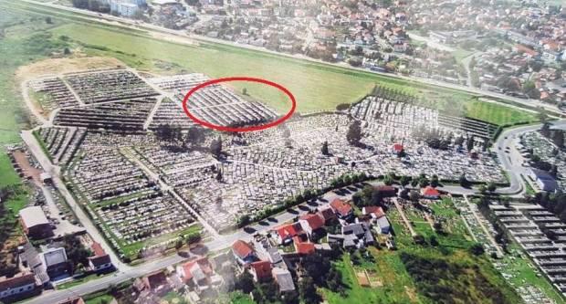 SLAVONSKI BROD - Komunalac gradi grobnice na mojoj zemlji, sve ću ih kazneno prijaviti...