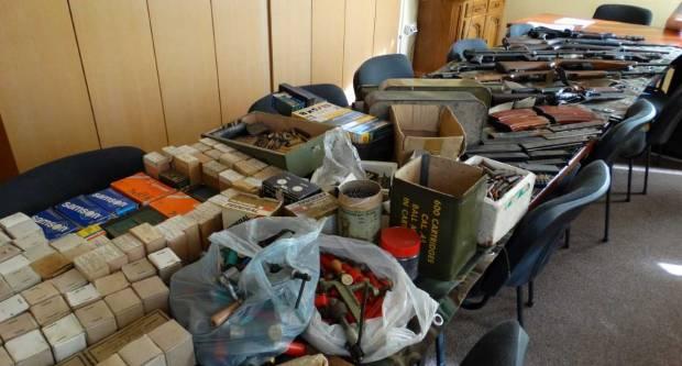 Policija kod 71-godišnjaka pronašla arsenal oružja dovoljan za opskrbu manje vojske