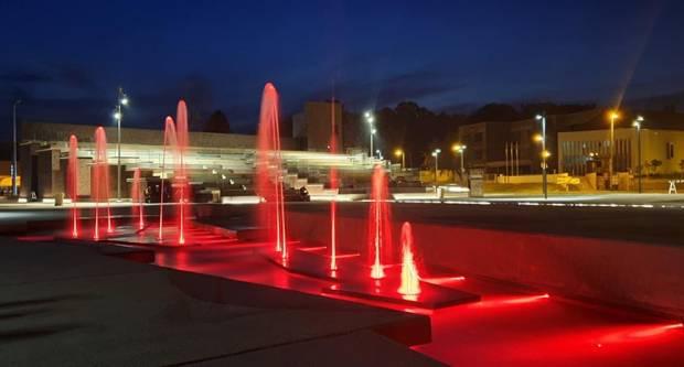 Trg bećaraca izgleda prekrasno, Pleterničani uživaju družeći se uz pogled na fontanu