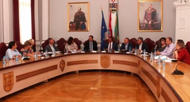 Ministar uprave u Požegi: ʺPoslovi državne uprave obavljat će se u okviru županijaʺ