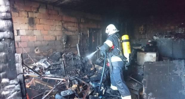 Požar skladišta u Skenderovcima
