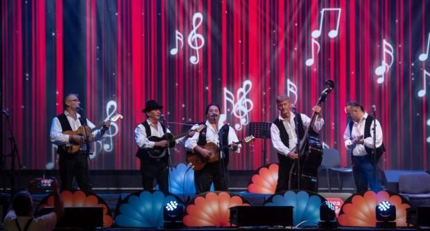 Zlatne žice Slavonije i Slavonske lole ispunili srca ljubitelja tamburaške glazbe