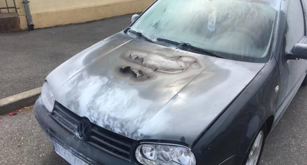 U Jakšiću se u vožnji zapalio automobil, na svu sreću nitko nije ozlijeđen