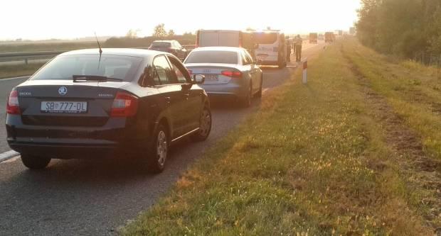 Automobil njemačkih registracijskih oznaka izgorio u potpunosti