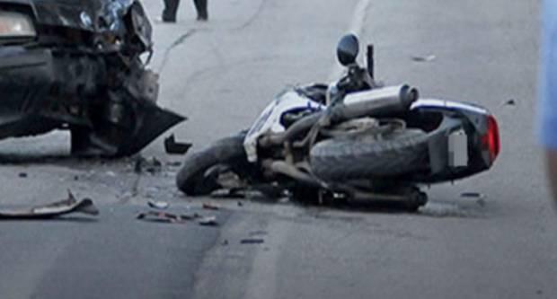 U prometnoj nesreći teško ozlijeđen motociklist i putnica
