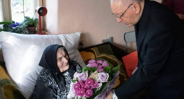 Baka Reza Kalafatić proslavila stoti rođendan, čestitao joj i biskup Škvorčević