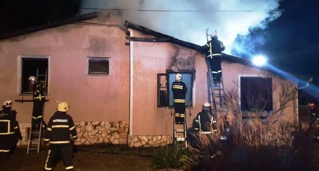 D.Č. (30) koji se napušio pa zapalio obiteljsku kuću u Novoselcima mora ocu platiti skoro pola milijuna kuna