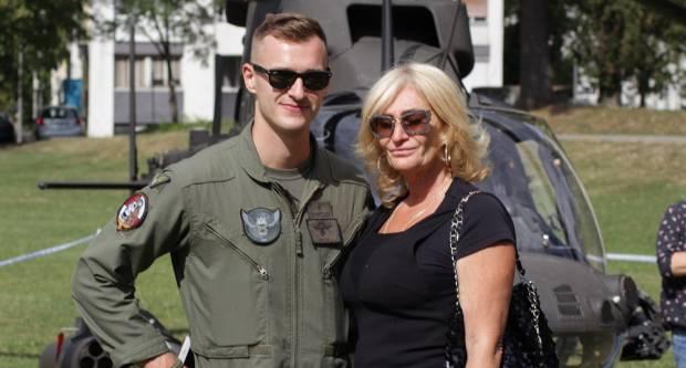 Dan hrvatskih branitelja BPŽ: Mama dočekala sina pilota