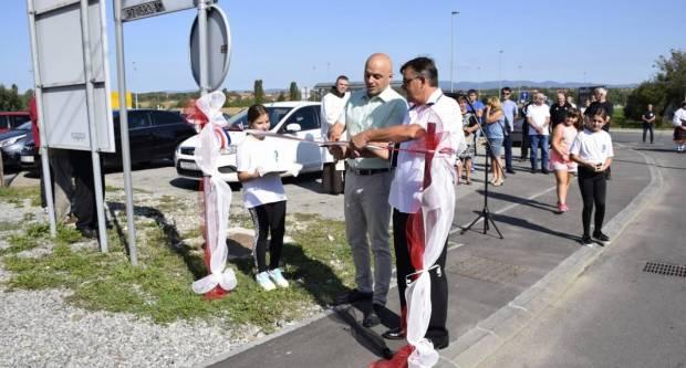 U Drškovcima jučer svečano otvoren novi nogostup, igralište i postavljena spomen ploča u čast braniteljima