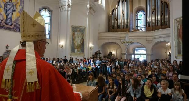 Zaziv Duha svetoga u požeškoj Katedrali za učenike katoličkih škola