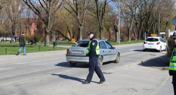 Jučer lakša prometna nesreća kod Pleternice, policija za vikend najavljuje akciju u prometu