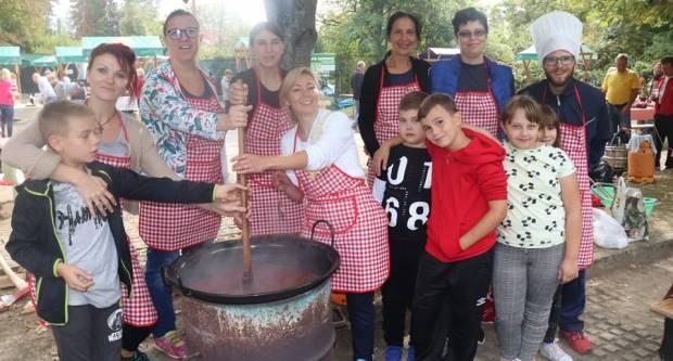 FOTO: Dan voćara u Lipiku- pekmezijada, pečenje rakije i paneli, 22.9.2019.