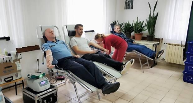 Policajci i građani dragovoljno darivali krv
