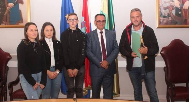 77 učenika Poljoprivredno-prehrambene škole u Požegi dobili stipendije
