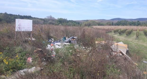 PONOVO NA STAROM MJESTU: Divlji deponij iznad Kaptola opet pun