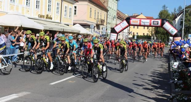 Prolazak vozača CRO RACE međunarodne biciklističke utrke kroz Požegu 1.10.2019.