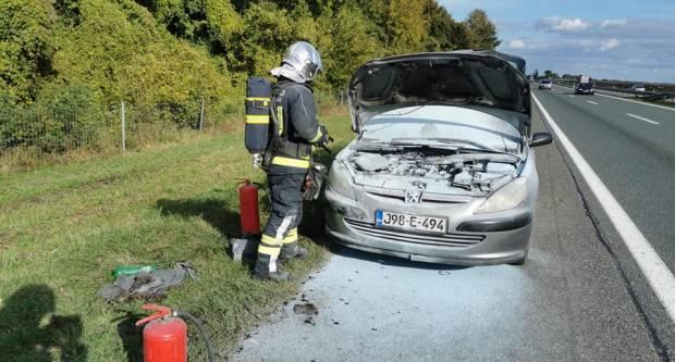 Kod Starog Petrovog Sela se zapalio automobil...