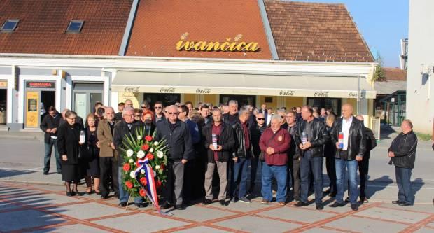 U prigodi Dana neovisnosti RH u Požegi na Trgu 123. brigade položeni vijenci