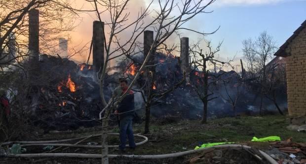 Veliki požar u Kaptolu, na terenu 20 vatrogasaca s pet vozila