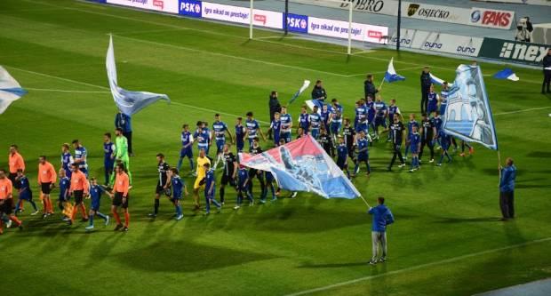 Mlađi pioniri Slavonije bili su pratitelji igrača na utakmici 1. HNL : NK Osijek - HNK Rijeka