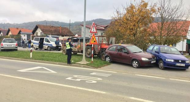U Požegi, u slijepoj ulici traktorom oštetio tri osobna automobila