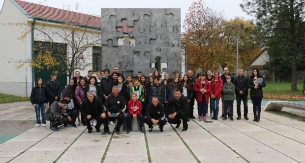 Učenici bjelovarskih škola posjetili Slavonski Brod