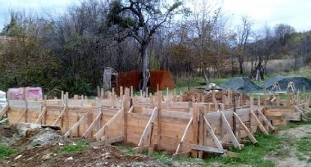 OPET TREBAMO VAŠA VELIKA SRCA: Pomozimo Tihomiru Repincu da završi gradnju kuće za svojih troje djece!