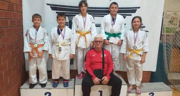 Požeški Judo klub ʺJudokanʺ s 5 natjecatelja osvojio 4 medalje
