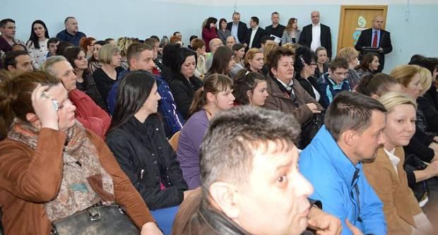 Roditelji i djeca OŠ Milana Amruša prosvjedovat će na Markovom trgu