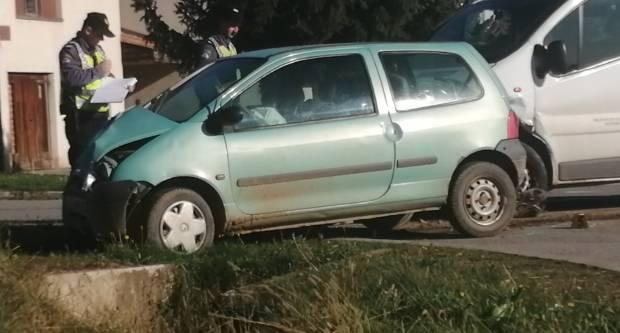 Prometna nesreća u Kutjevu, autom skoro upao u kanal