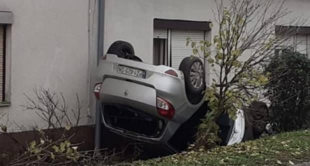 U Požegi izgubio kontrolu nad vozilom i završio na krovu