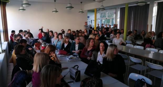 Učitelji iz Pleternice spremni su izdržati koliko god je potrebno bez plaće