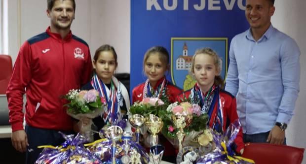 Judašice ʺJigoraʺ Ela, Ivona i Ela na prijemu kod gradonačelnika Budimira