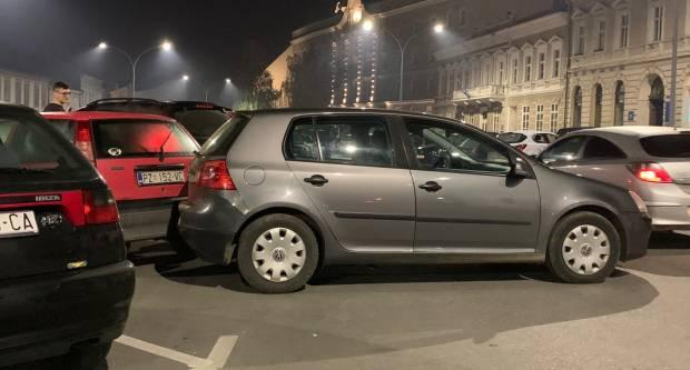 Na Trgu Sv. Trojstva sudar dva auta, ali BEZ IJEDNOG VOZAČA!