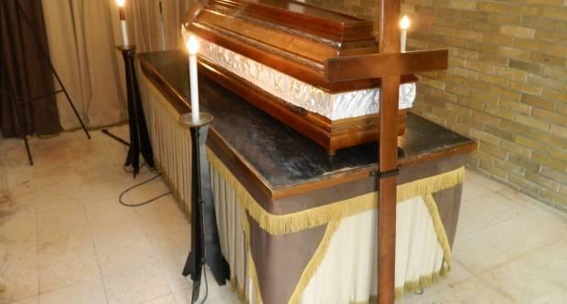 Strava i užas na groblju: Pokojnica u sred sprovoda ispala iz lijesa