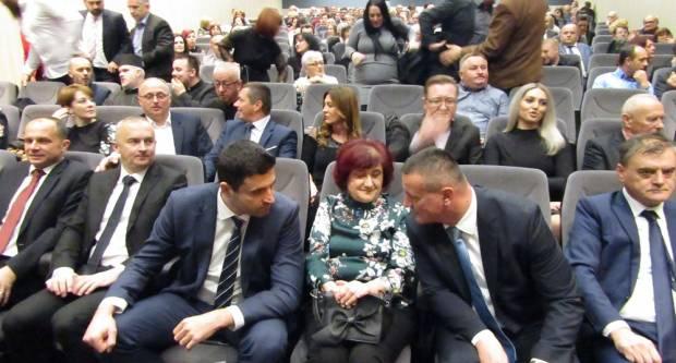 Dan grada Nove Gradiške protekao u hvaljenju ʺsavršenogʺ gradonačelnika Grgića