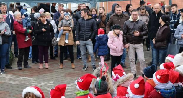 Božićni ugođaj za velike i male na Božićnom sajmu u Prekopakri