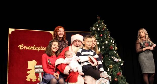 Udruženje obrtnika Požega darivalo najmlađe i pripremilo im kazališnu predstavu u Gradskom kazalištu Požega