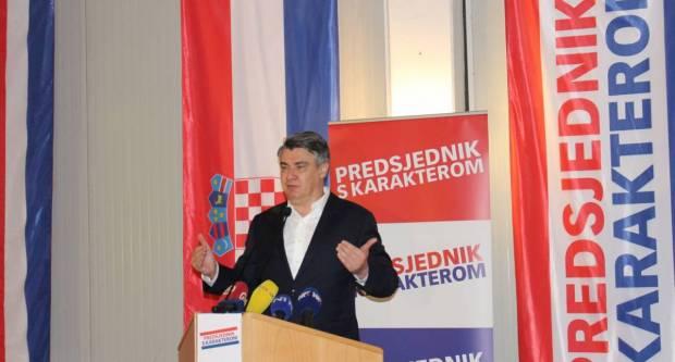 Na skupu Zorana Milanovića u Požegi tražilo se mjesto više: ʺHvala vam na velikoj podršci koja mi puno znači !ʺ