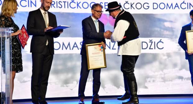 Portal Restaurant Guru proglasio je Zlatni Lug najboljim u gradu Požegi, u kategoriji restorana i kategoriji vrhunske usluge