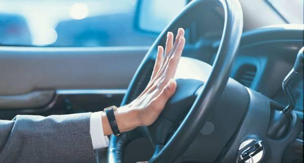 ZAKON JE PRECIZIRAO: Kad na vozilu smijete koristiti sirenu kao znak upozorenja, a kad svjetlosne signale?!