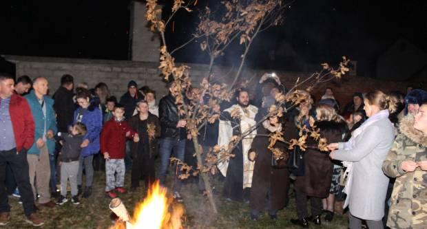 Liturgija i paljenje Badnjaka povodom pravoslavnog Božića u Požegi 6.1.2020.