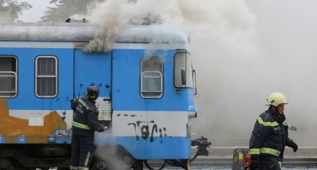 U Tovarniku izgorio čovjek na krovu od vlaka